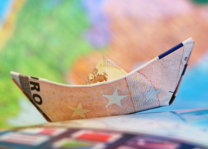 Teodorovici: Există şanse ca salariul minim pe economie să crească înainte de 1 ianuarie 2019