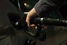Transportatorii rutieri solicită Guvernului să elimine supraacciza la carburanţi