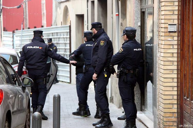 Trei persoane suspectate de susținere a grupării Statul Islamic, arestate în Spania
