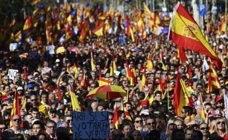 Un milion de persoane au manifestat la Barcelona pentru unitatea Spaniei, anunță autoritățile spaniole