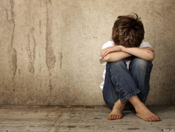 Un raport cu privire la situația copiilor ai căror părinți muncesc în străinătate, prezentat în septembrie