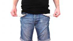Un sfert dintre români se împrumută pentru a-şi plăti facturile (raport)