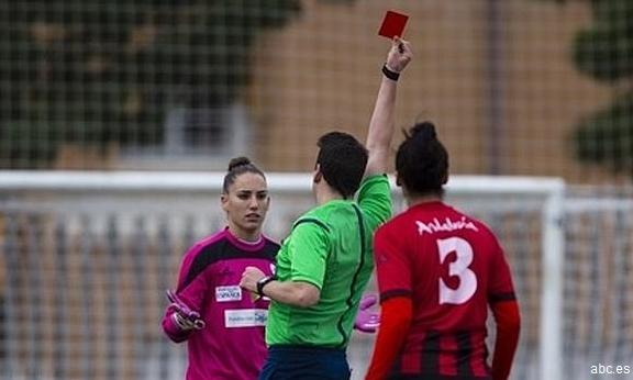 Una jugadora del Sporting Huelva denuncia la salida de tono de un árbitro durante un partido