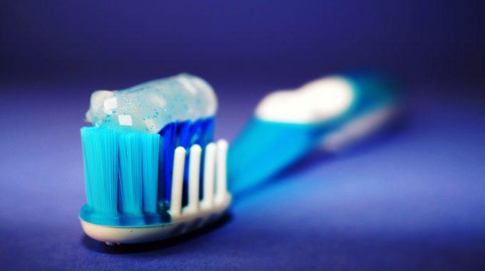 Vâlcea: Peste 9.000 de elevi din mediul rural, într-un program al Crucii Roşii de igienă dentară