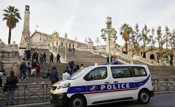 VIDEO: Atac terorist la Marsilia - Atacatorul era cunoscut pentru infracțiuni de drept comun