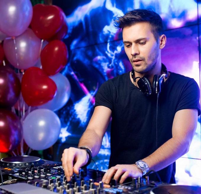 VIDEO: DJ-ul român, Paul Damixie va mixa pe 20 iulie pentru prima dată în Spania, pe plaja Lo Pagán (Murcia)