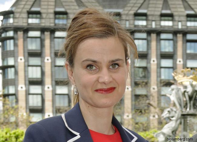 VIDEO-Deputata-britanică-pro-UE-Jo-Cox-a-murit-după-ce-a-fost-împușcată-și-înjunghiată-în-nordul-Angliei