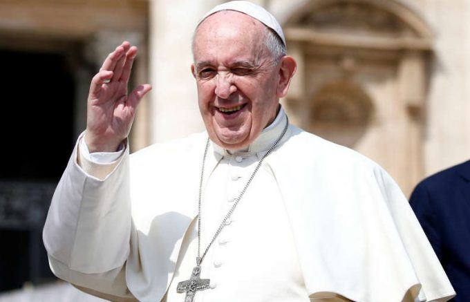 """VIDEO Incendiu la Notre-Dame: Papa Francisc transmite pompierilor """"recunoştinţa întregii Biserici"""" catolice"""