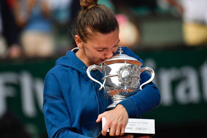 VIDEO Simona Halep şi-a prezentat trofeul Roland Garros pe Arena Naţională în faţa a 20.000 de bucureşteni
