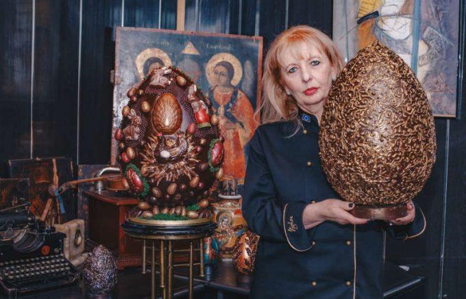 Vaslui: Ouă de ciocolată ''fashion'', realizate la Bârlad în scop caritabil