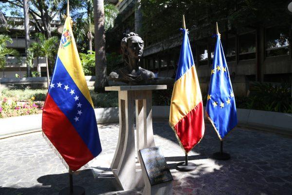 Venezuela y Rumania estrechan lazos de amistad al reinaugurar busto del poeta Mihai Eminescu