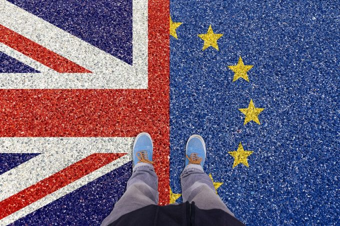 Victor Negrescu: Acordul privind Brexitul înseamnă garanţii ferme pentru românii din Marea Britanie