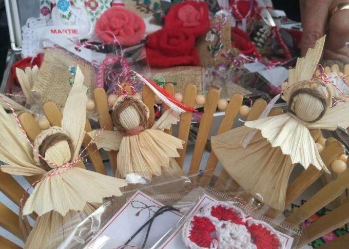 Vrancea: Mărţişoare din materiale organice, prezentate de meşteri populari la târgul de la Focşani