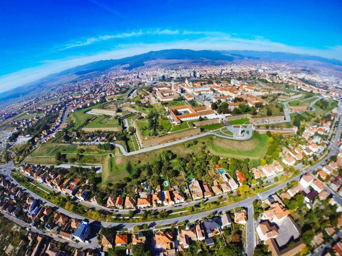 """Zeci de mii de oameni, aşteptaţi la """"Marşul Unirii"""" de 1 Decembrie, la Alba Iulia"""