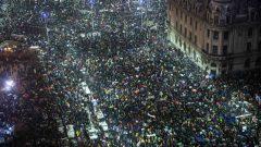 """Zeci de mii de români au spus """"nu"""" corupţiei (agenţii de presă)"""