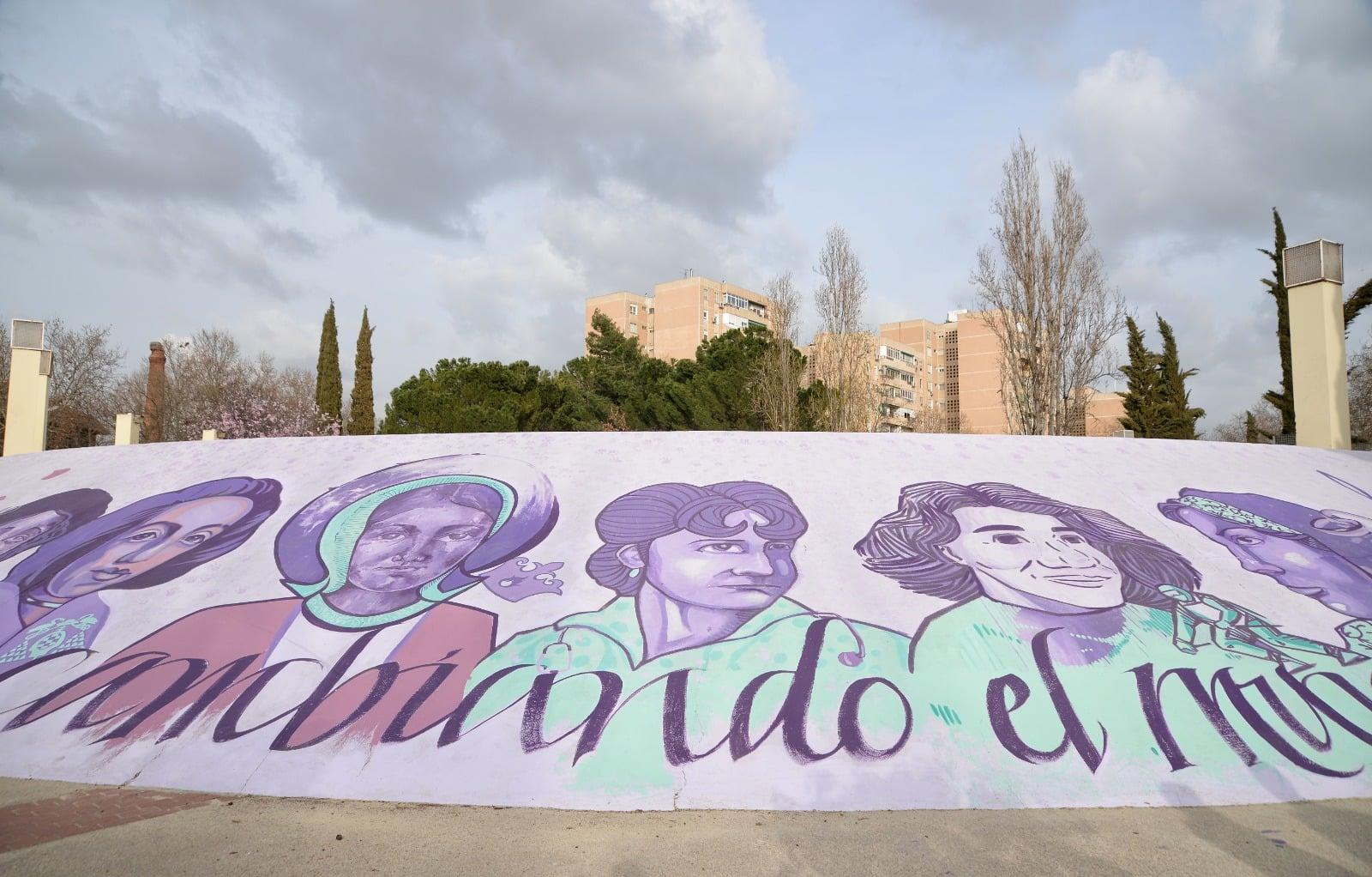 """""""Mujeres cambiando el mundo"""", nueva pintura mural en el Auditorio Municipal Manuel Azaña 1"""