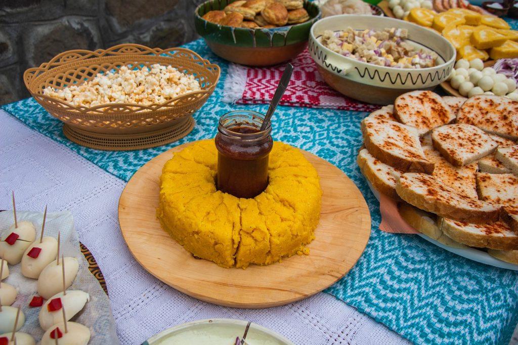 3 octombrie - Ziua naţională a gastronomiei şi a vinului românesc