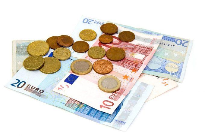 64% dintre români cred că UE ar trebui să dispună de fonduri suplimentare pentru a depăşi consecinţele pandemiei (eurobarometru)