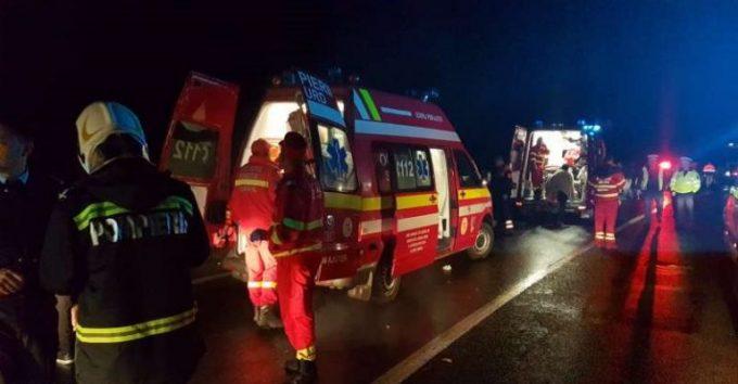 Accident autocar muncitori Spania: 32 de răniți și 1 mort, autocar răsturnat pe DN7, la Tătărăşti