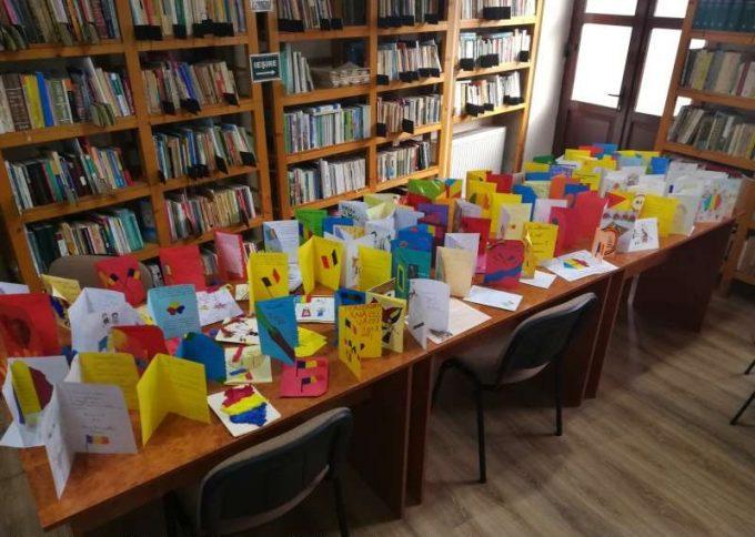 Alba: Felicitări trimise de elevi din Aiud unor copii din Focşani, la aniversarea Micii Uniri