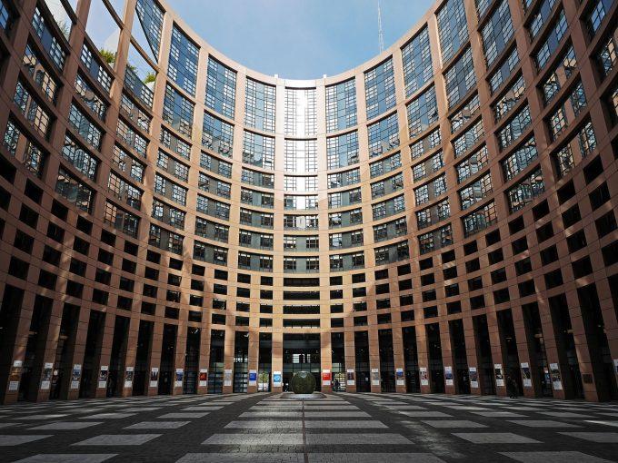 Alba: Petiţie iniţiată de PES Activists România pentru crearea unui statut reglementat al cetăţeniei europene