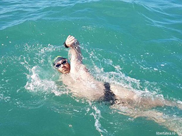 Ambiție și patriotism! Un bibliotecar din Petrila a devenit primul român care traversează înot Canalul Mânecii
