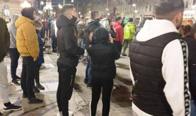 Arad: Protest spontan cu sute de participanţi, în cursul nopţii, faţă de noile restricţii
