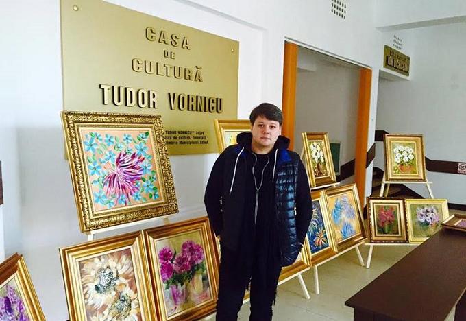 """Artistul FUEGO se reprofilează și expune picturile sale în cadrul turneului său național de colinde """"Acasă de Crăciun"""""""