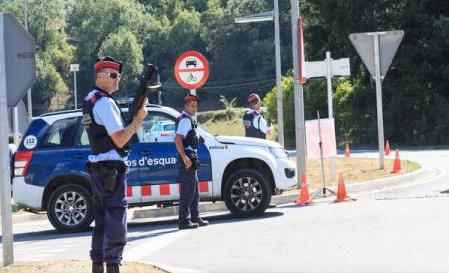 Atentate în Catalonia: Al patrulea suspect, eliberat sub control judiciar; presa acuză poliția catalană de erori