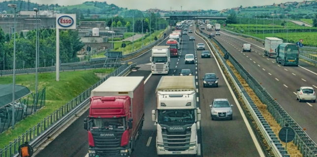 BAAR: Şoferii din România nu vor mai fi obligaţi să prezinte Cartea Verde la intrarea în Muntenegru şi Marea Britanie