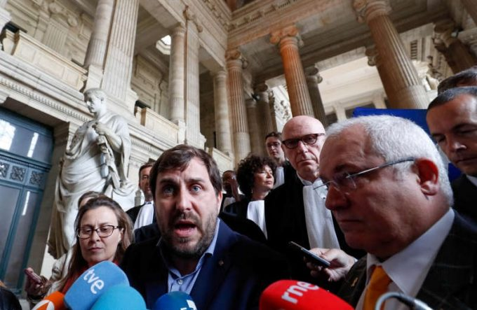 Belgia: Doi politicieni catalani, arestaţi în baza unui mandat european