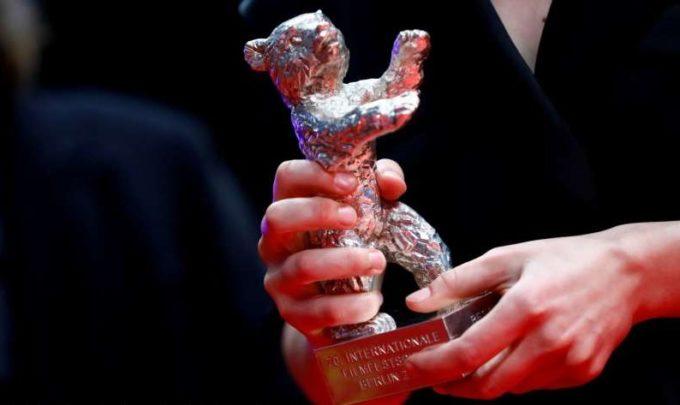 Berlinala2021: ''Babardeală cu bucluc sau porno balamuc'' a câştigat Ursul de Aur pentru cel mai bun film