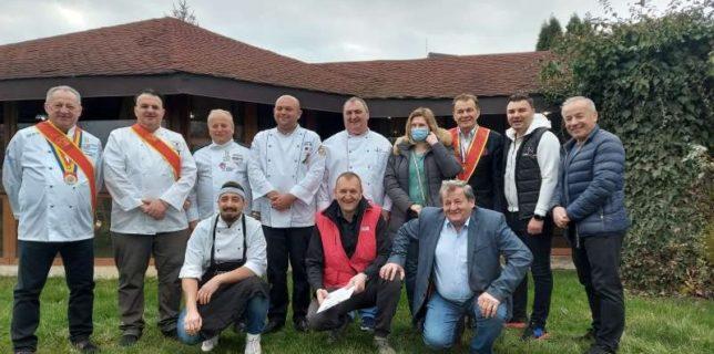 """Bihor: Comuna Oşorhei a câştigat concursul de preparate culinare """"D'ale porcului"""""""