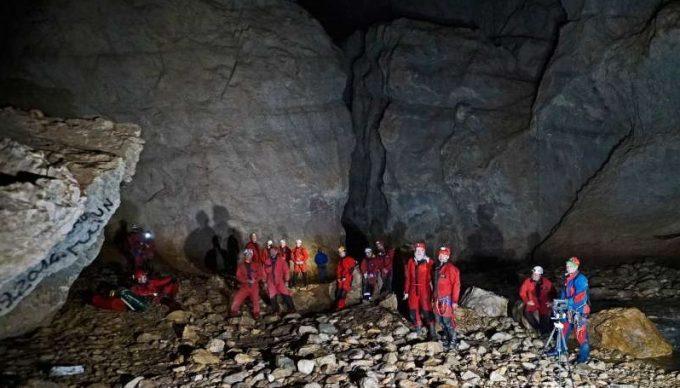 Bihor: Speologi români şi polonezi, la un exerciţiu de salvare în peştera cu cel mai înalt portal din România