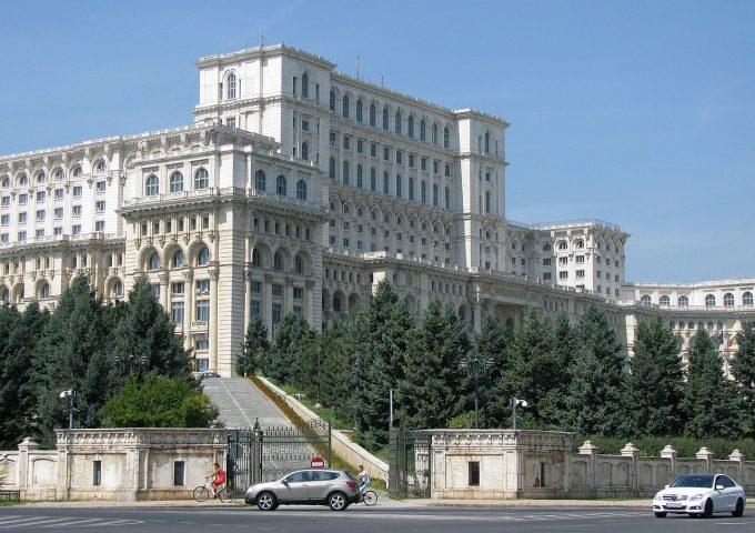 Birchall: Prioritatea Guvernului este ca tinerii să aibă şansa de a se realiza aici, în România