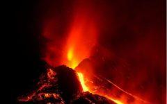 Blocuri de lavă de mărimea unei clădiri, expulzate de vulcanul de pe insula La Palma