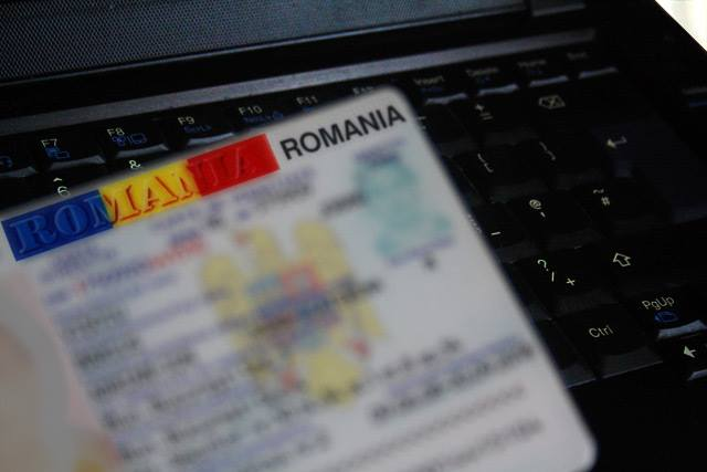 Bode: Românii vor putea solicita cartea de identitate electronică din luna august