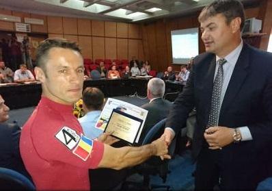 Botoșani: Pompierul care a alergat la ultramaratonul Sahara Race, premiat de prefect