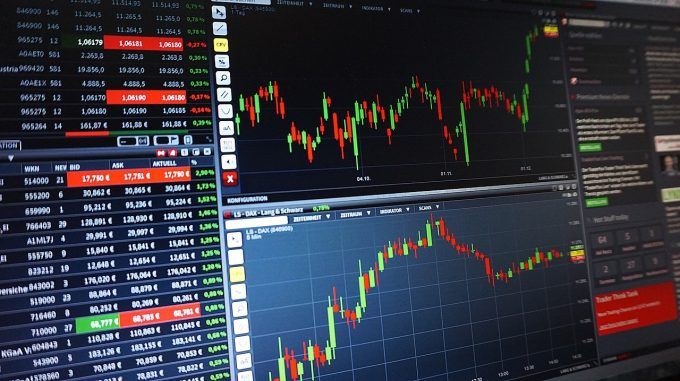 Bursele globale sunt în degringoladă, din cauza temerilor privind escaladarea războiului comercial