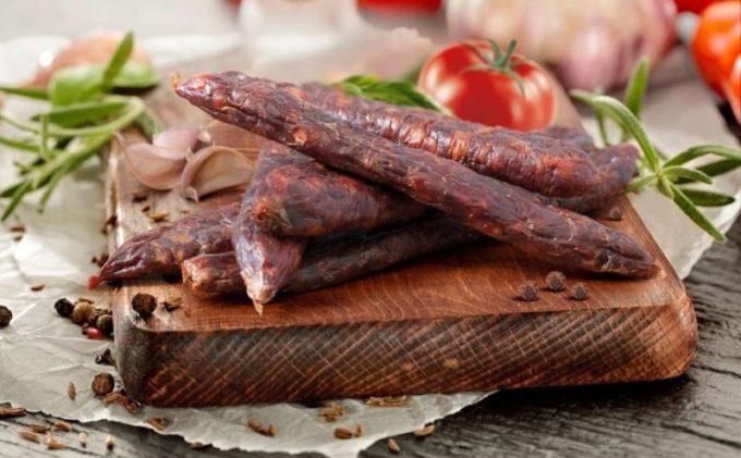 Cârnaţii de Pleşcoi, al şaselea produs românesc recunoscut şi protejat în UE