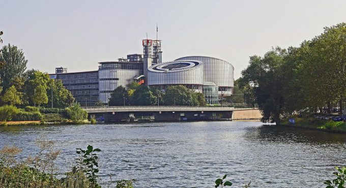 CEDO condamnă România pentru folosirea forţei într-o operaţiune ce viza furturi comise de romi