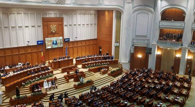 Camera Deputaţilor a adoptat proiectul privind eliminarea pensiilor speciale