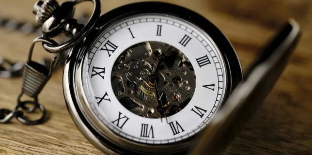 Ceasornicarul din Timişoara care şi-ar dori un ucenic să îi lase atelierul, după 50 de ani de meserie