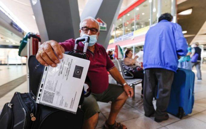 Certificatul sanitar COVID-19 a devenit obligatoriu în Italia şi pentru accesul în mijloacele de transport pe distanţe lungi