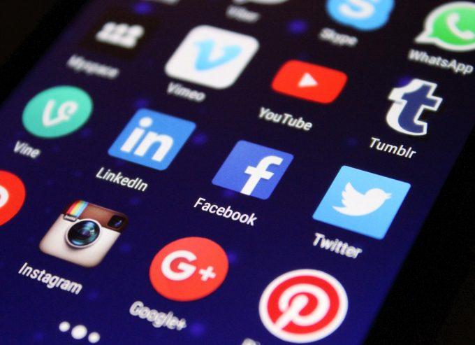 Cifra de afaceri a companiilor, în strânsă legătură cu prezenţa pe platformele de socializare (specialişti)