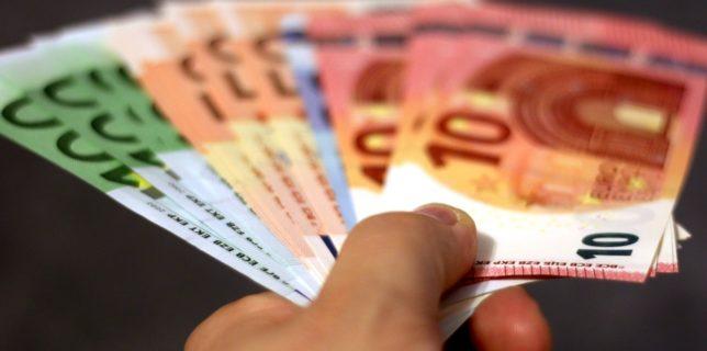 Cinci state membre, inclusiv România, au primit tranşa de 8,5 miliarde euro din împrumutul acordat de CE