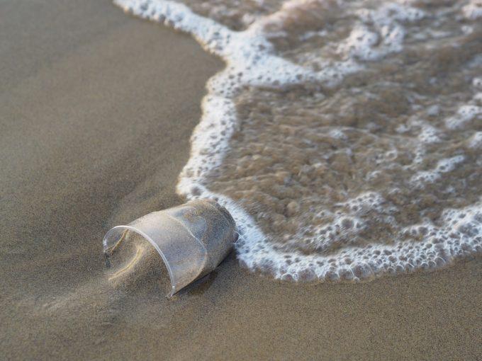 Circa 230.000 de tone de plastic sunt aruncate anual în Marea Mediterană (IUCN)