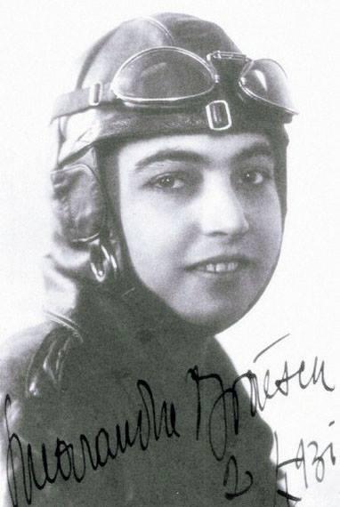 Cluj: Monument dedicat Smarandei Brăescu, prima femeie paraşutist cu brevet din România