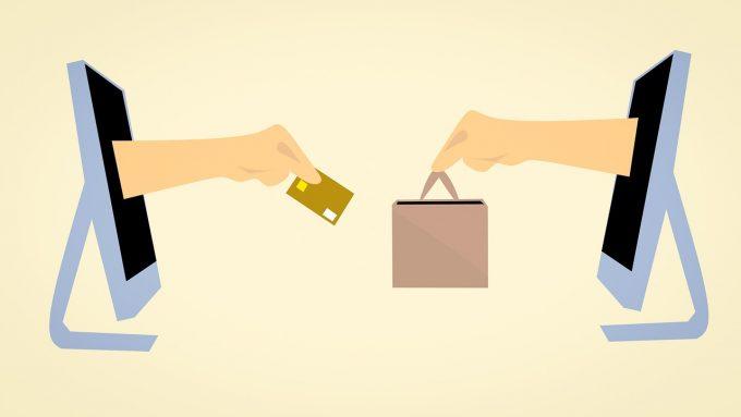 Comerț în mediul online: Doi din trei români fac lunar cumpărături online (studiu)