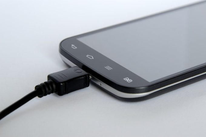 Comisia Europeană propune un încărcător comun pentru dispozitivele electronice